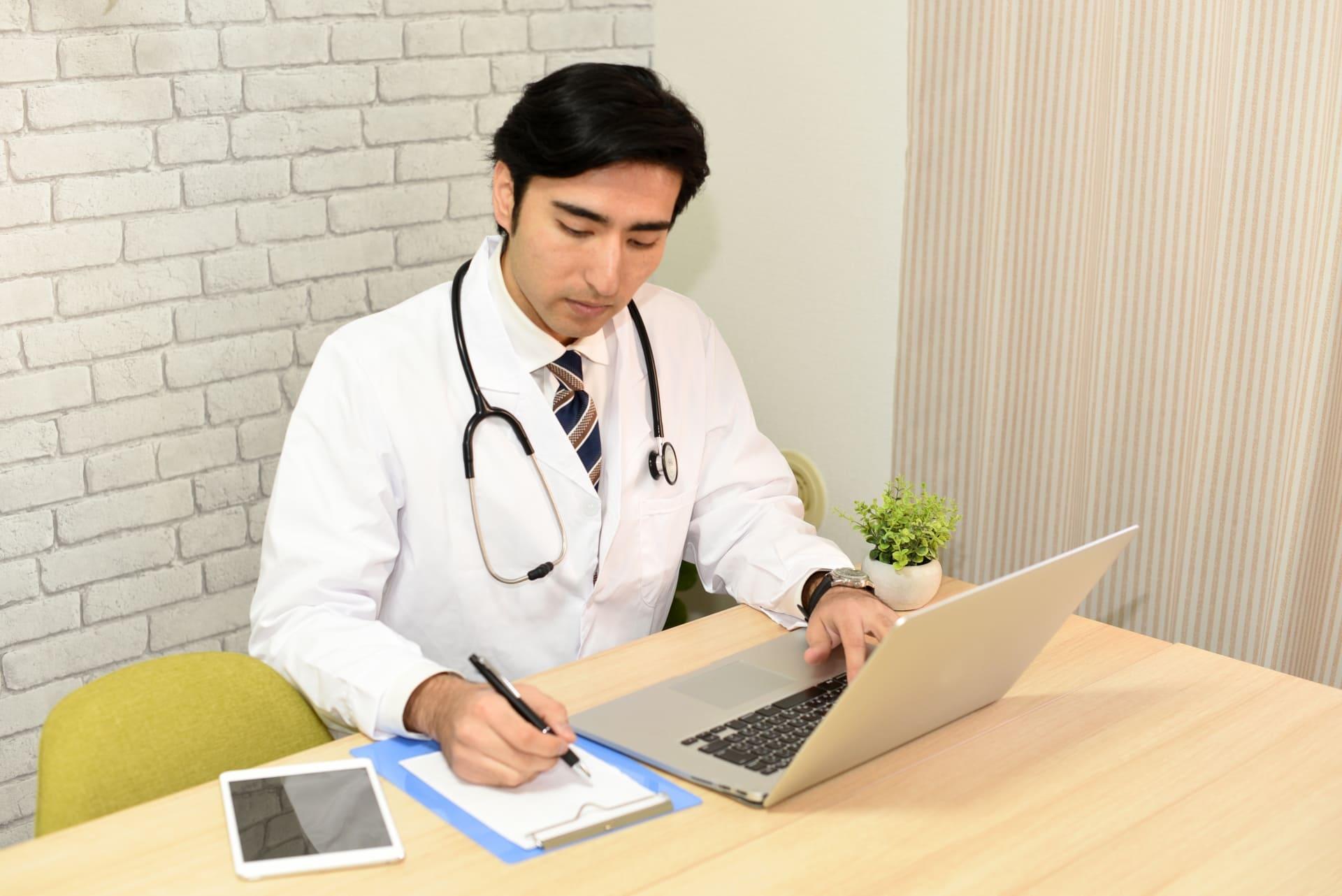 労働安全衛生法とは?産業医を選任する企業が知っておくべきポイント
