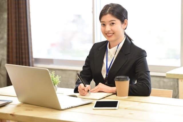 仕事中の女性